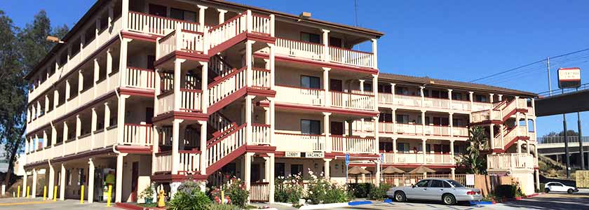 Exterior and entrance to lobby - Welcome to Heritage Inn La Mesa CA lodging
