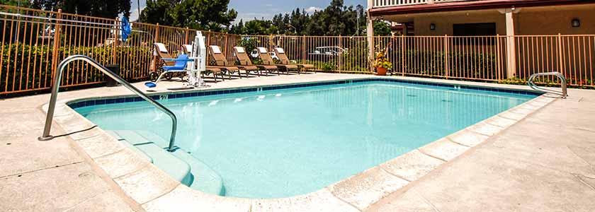 Swimming Pool - Welcome to Heritage Inn La Mesa CA lodging