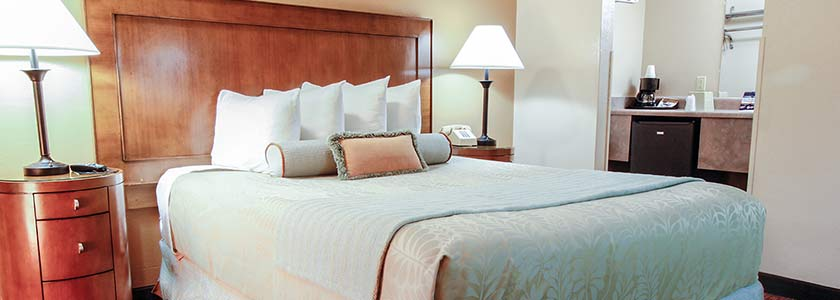 One King Bed - Welcome to Heritage Inn La Mesa CA lodging