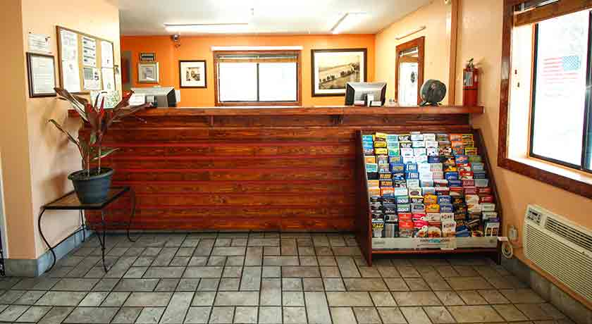 Front desk lobby - Welcome to Heritage Inn La Mesa CA lodging