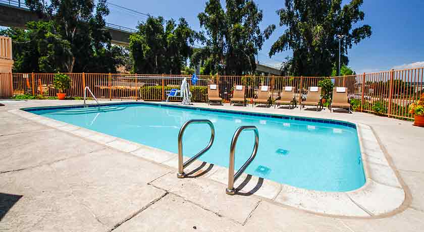 Outdoor Pool - Welcome to Heritage Inn La Mesa CA lodging