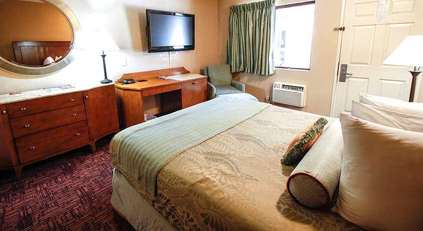 Flat screen TV - Welcome to Heritage Inn La Mesa CA lodging